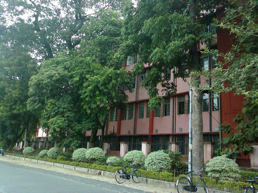 1024px-Chandernagore_Govt._College.jpg