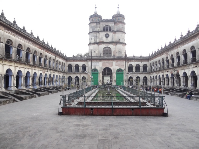 Hooghly_Imambara_Courtyard.jpg