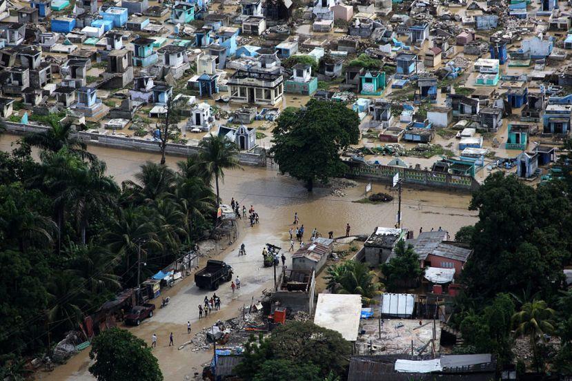 1024px-flickr_-_dvidshub_-_uss_iwo_jima_assists_haiti_after_hurricane_tomas