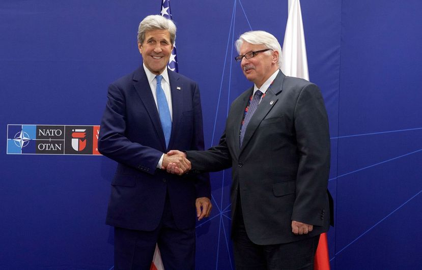 1200px-secretary_kerry_shakes_hands_with_polish_foreign_minister_waszczykowski_before_a_bilateral_meeting_at_the_national_stadium_in_wars