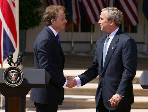 Blair_Bush_Whitehouse_(2004-04-16).jpg
