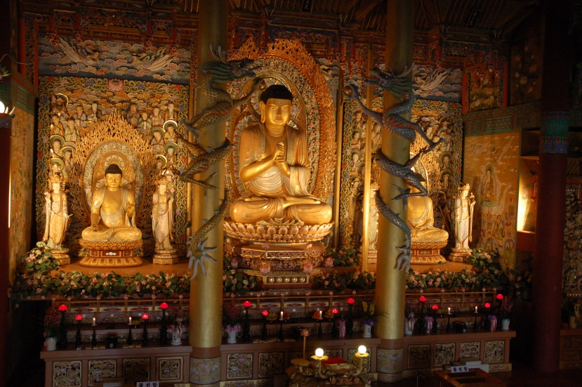 Buddha_statues_in_a_temple_on_Jejudo.jpg