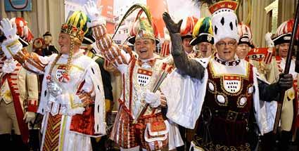 oberste-repraesentanten-des-karnevals-in-koeln-das-koelner-dreigestirn.jpg