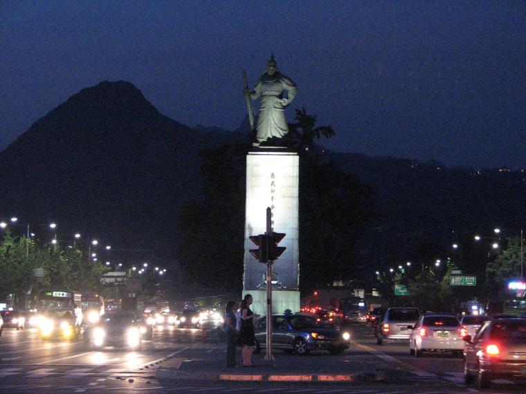 Seoul-Admiral.Lee-01.jpg