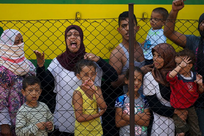 Women_and_children_among_Syrian_refugees_striking_at_the_platform_of_Budapest_Keleti_railway_station._Refugee_crisis._Budapest,_Hungary,_.jpg