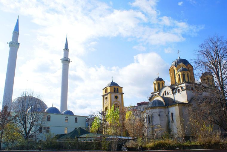 ferizaj_church_and_mosque