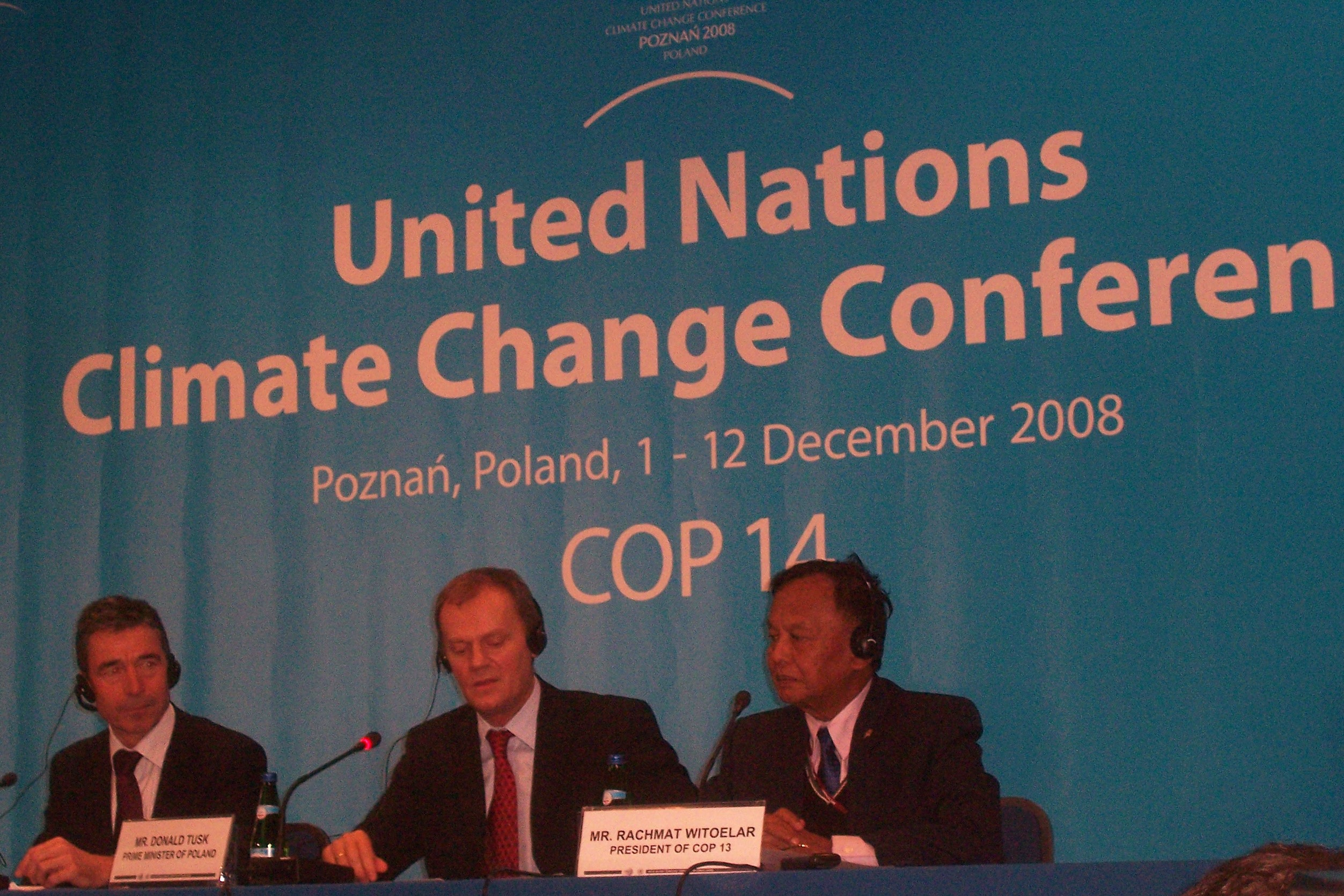 COP14_-_Poznan_2008_UN_Climate_Change_Conference_-_Troika_Press_Conference_(Rasmussen,_Tusk,_Witoelar)