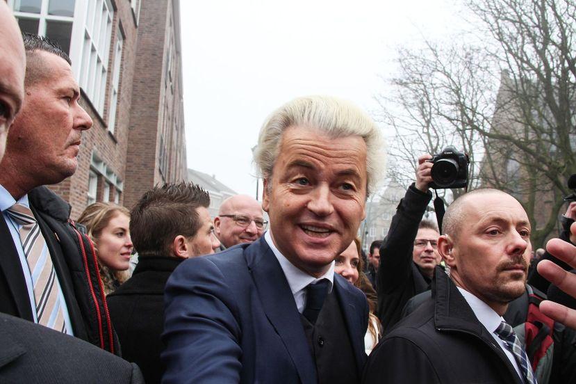 Geert_Wilders_tijdens_een_politieke_campagne_in_Spijkenisse