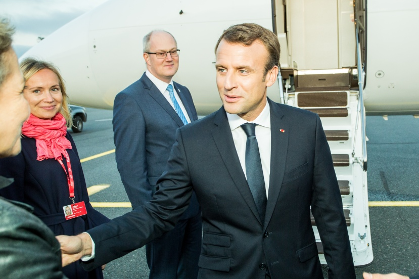 Tallinn_Digital_Summit._Airport_arrivals_HoSG_Emmanuel_Macron_(37117761800)